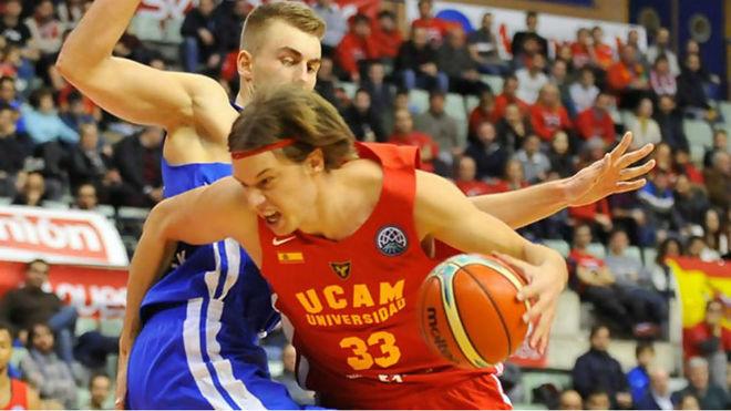 Marko Lukovic jugando con el UCAM Murcia en la Basketball Champions...