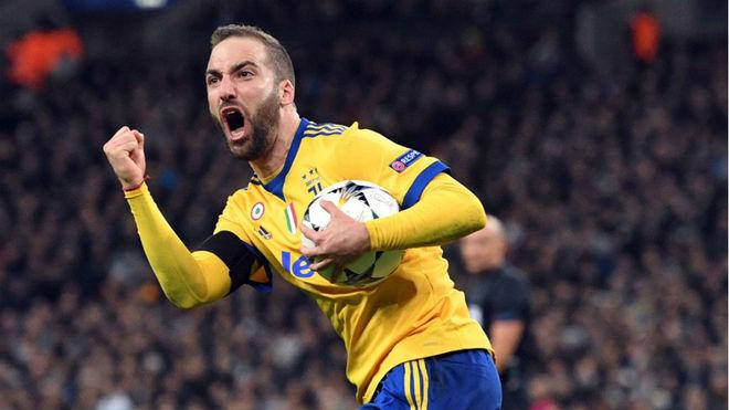 Higuaín, celebra el gol logrado ante el Tottenham.