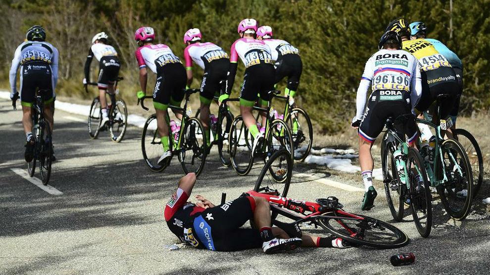 El luxemburgués Jean-Pierre Drucker (BMC), uno de los caídos ayer en...