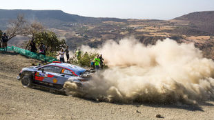 Sordo, negociando una horquilla con su i20 Coupé WRC