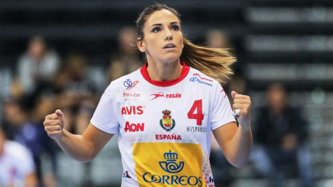 Carmen Martín celebran un gol con las 'Guerreras'