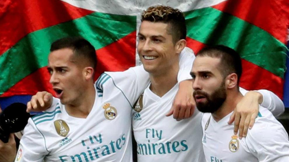Cristiano celebra su segundo gol con Lucas y Carvajal