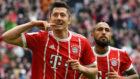 Lewandowski celebra su doblete ante el Hamburgo