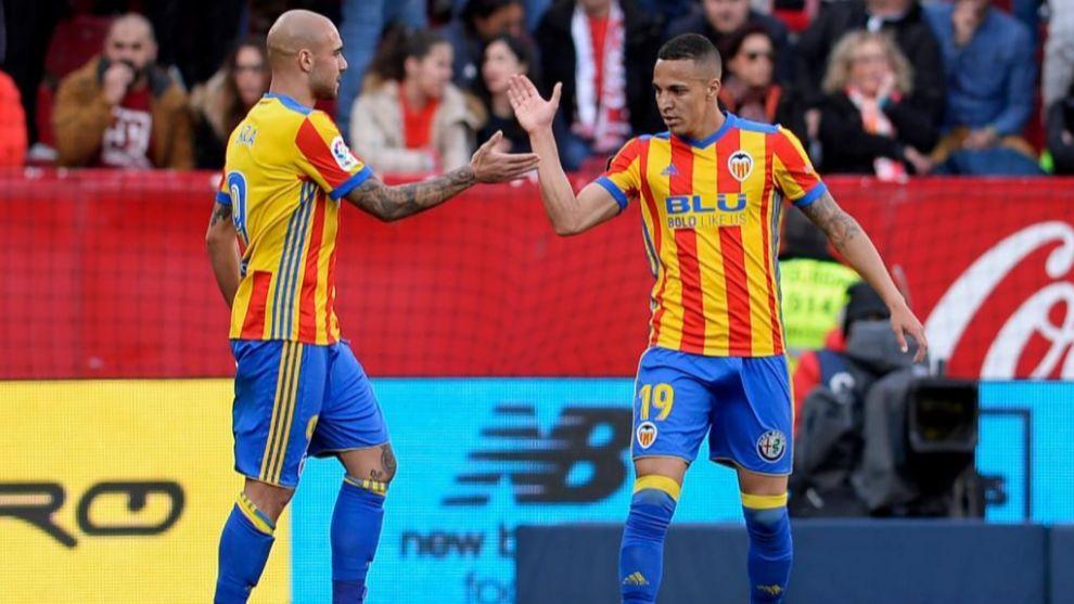 Rodrigo celebra su primer gol con Zaza