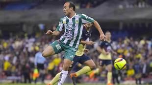 Landon Donovan sigue sin convertir gol en el Estado Azteca.