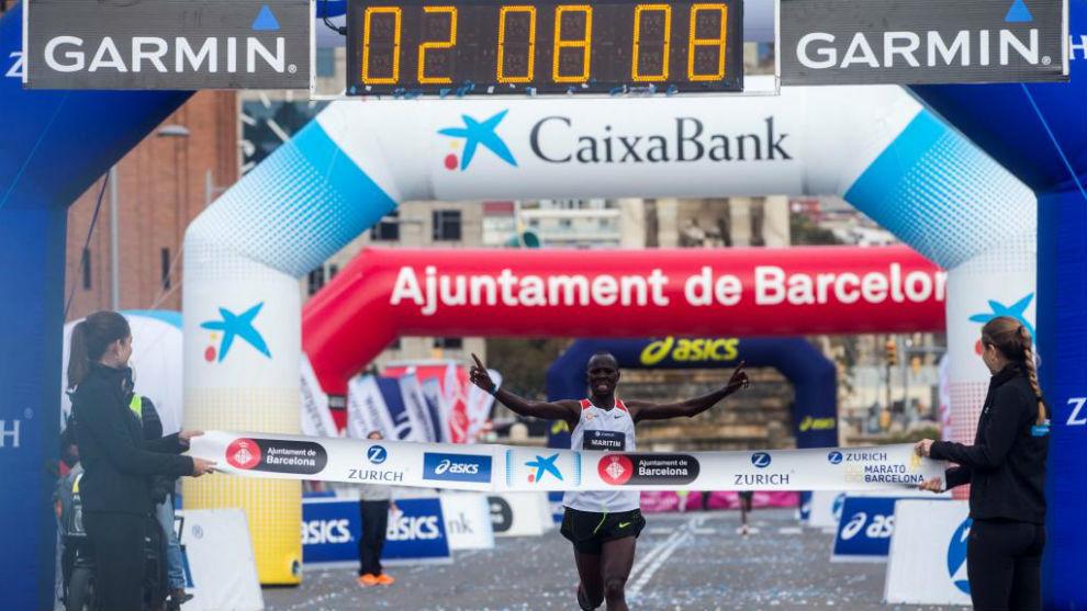 El corredor keniano Anthony Marítim llegando a la meta del Maratón...