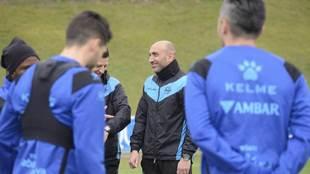 Abelardo durante un entrenamiento del Alavés.