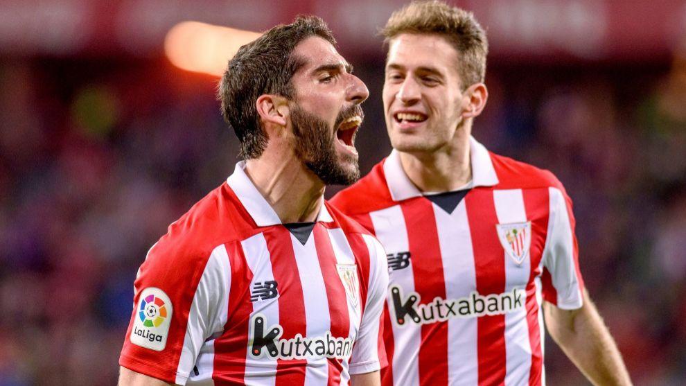 Raúl García celebra su segundo gol en el encuentro contra el...