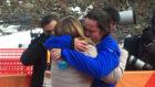 Astrid abrazándose a su madre tras el bronce