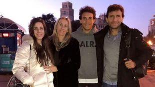 Luis Milla padre y Luis Milla hijo junto a su mujer y su hija