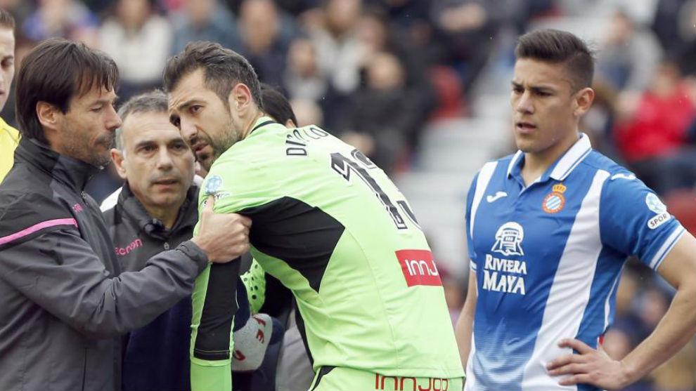 Diego López es atendido en el Ciutat de València