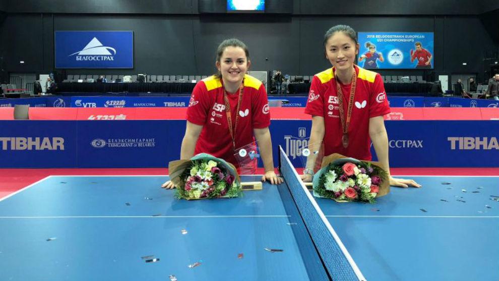 Ana garcía y Sofía Xuan Zhang, nada más conseguir el bronce