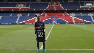 Neymar, durante su presentación con el PSG.