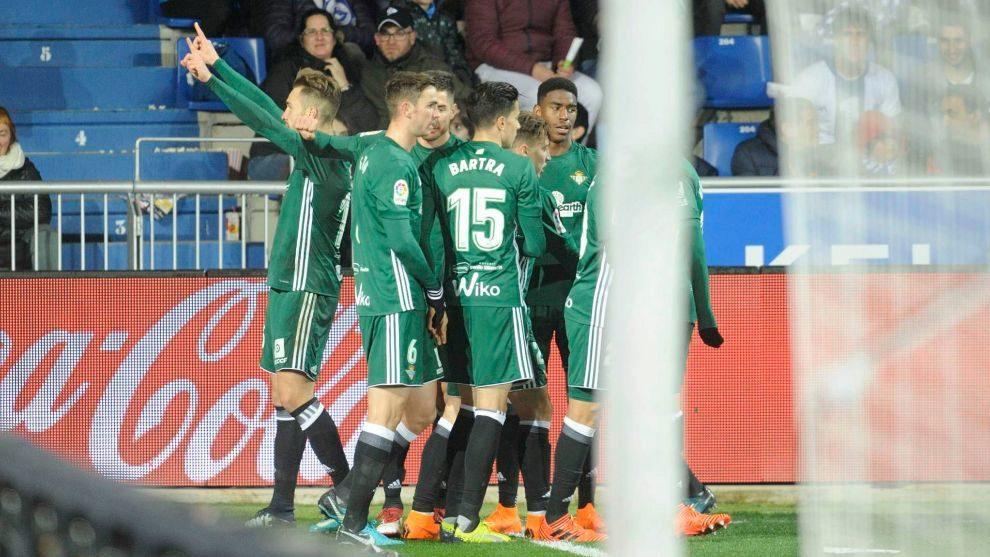 Los jugadores Betis, celebrando uno de sus goles frente al Alavés