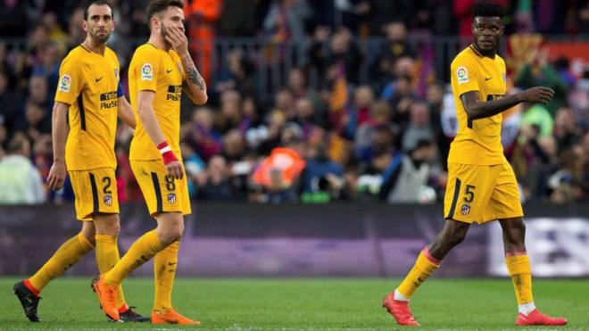 Saúl (23) y Thomas (24), durante el partido del Atlético en el Camp...