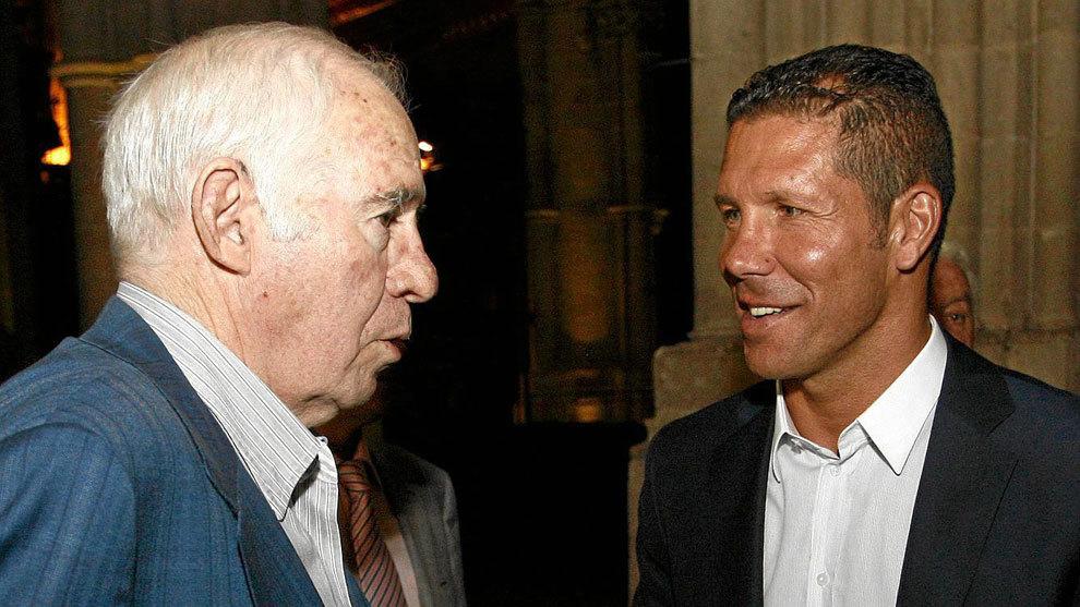 Aragonés y Simeone dialogan en 2012 durante el homenaje a Jesús Gil.