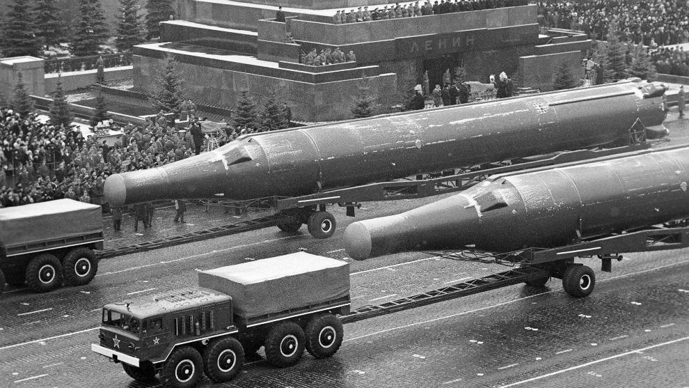 El desfile militar en la Plaza Roja del 7 de  noviembre de 1972.