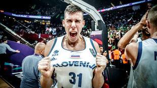 Vlatko Cancar celebra el Eurobasket conseguido por Eslovenia