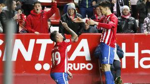 Nano celebra su gol ante la Cultural junto a Fede Barba.
