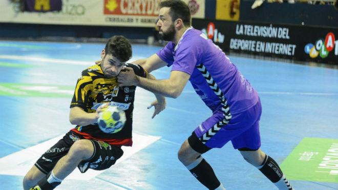 Rodrigo Pérez, a la izquierda, en el partido del pasado sábado...