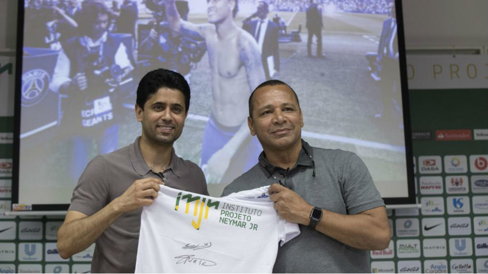 Al Khelaifi y el padre de Neymar, en el Instituto del jugador
