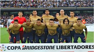 Formación de Pumas en un partido de Copa Libertadores en 2016.