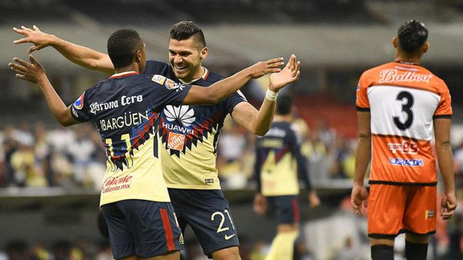 Henry Martín celebra un gol ante Tauro en la ida