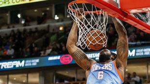DeAndre Jordan machaca el aro de los Chicago Bulls