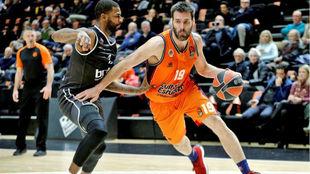 Fernando San Emeterio jugando con el Valencia Basket en la Euroliga