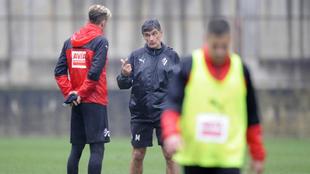 Iván Alejo y Mendilibar hablan en un entrenamiento