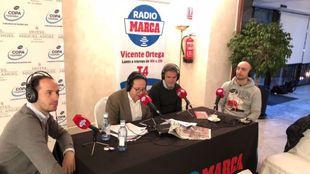 Vicente Ortega habla con Jesús Candelas, Álvaro Aparicio y Alberto...