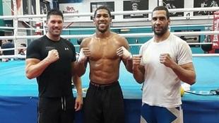 En el centro, Anthony Joshua y a la derecha de la imagen, Gabriel...
