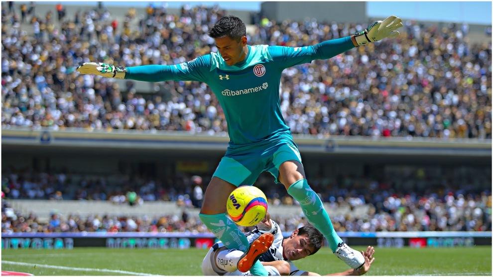 Talavera, en un partido con Toluca frente a Pumas.