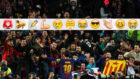 Messi celebra su primer gol con la grada