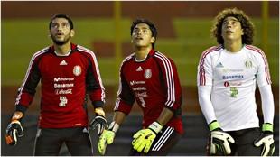 Corona, Talavera y Memo, en un entrenamiento con México.