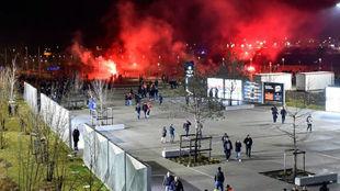 Instantes previos al partido en Lyon