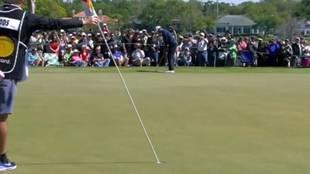 El golpe desde  21,6 metros de Tiger Woods del que todo el mundo habla...