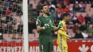 Dimitrievski, durante la reciente victoria del Nástic en Los...
