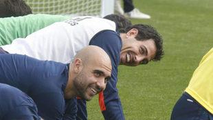 Dani Parejo sonríe durante el entrenamiento.