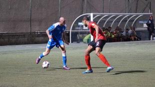 Jaime Moreno, de azul, en un partido con la selección de Nicaragua.