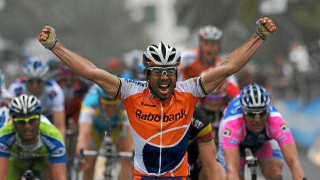 Óscar Freire, en la meta de la Milán-San Remo de 2010.