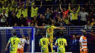 Dani Martín celebra el segundo gol del Jaén Paraíso Interior.