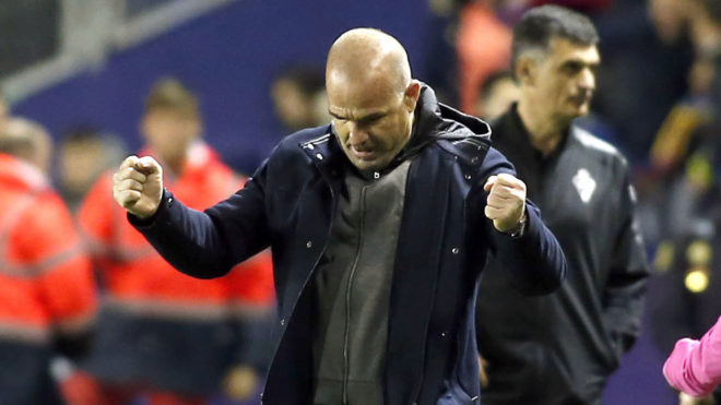 Paco López celebra la victoria de su equipo.