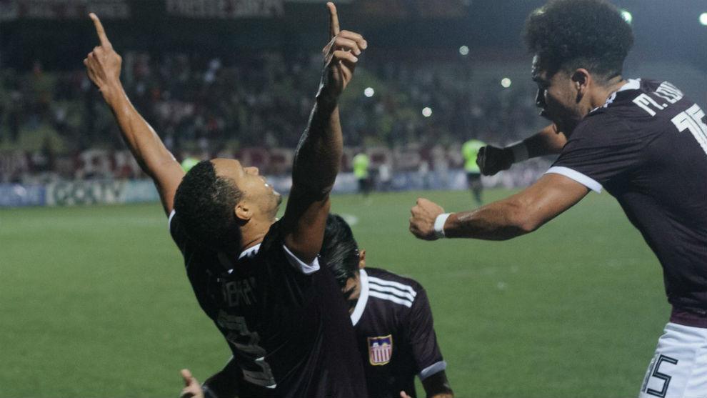 Tommy Tobar celebra el empate de Carabobo.