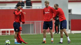 Nolito, Kjaer y Pizarro, en un entrenamiento.