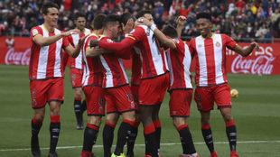 Los jugadores del Girona celebran un gol en uno de sus últimos...