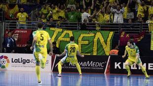 Chino celebra el primero de sus goles en la semifinal.