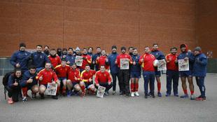 La selección española posa en Bruselas con la portada de MARCA que...