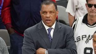 Alvin Gentry dirigiendo a los New Orleans Pelicans