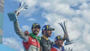 Di Grassi, a la izquierda de Vergne y Bird, en el podio de Punta del...